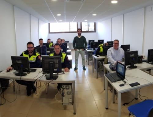 FUENTE DEL MAESTRE – La Policía Municipal recibe formación sobre la administración electrónica.