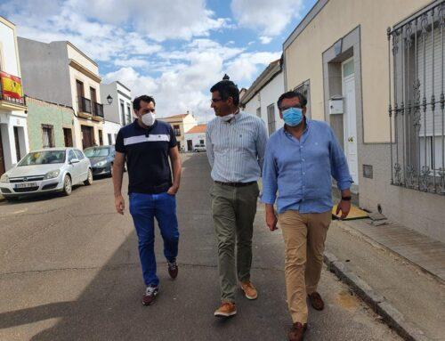 VILLAFRANCA DE LOS BARROS – El Alcalde de la ciudad y el Primer Teniente de Alcalde realizan visitas en obras sobre la conducción de aguas, y también a la empresa Forjadour