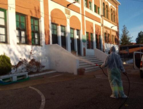 """FUENTE DEL MAESTRE – De nuevo se han desinfectado los Centros Educativos, y """"edificios mas concurridos"""" de la localidad."""