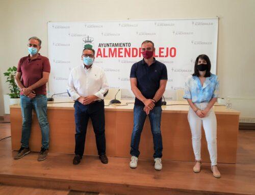"""ALMENDRALEJO -El alcalde señala que el Bodeguero de Honor """"encarna la esencia del enoturismo"""""""