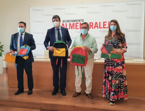 ALMENDRALEJO – El Ayuntamiento recibe de la Obra Social La Caixa 100 mochilas completas con material escolar para Infantil, Primaria y Secundaria