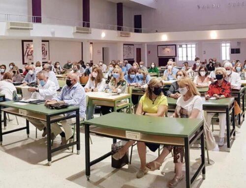 ALMENDRALEJO – El alcalde asiste a la apertura del Curso de la Universidad de Mayores